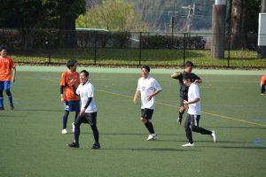 ゴールを決めた加藤選手(中央白のユニフォームの選手)