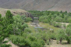 宿泊地のすぐ側には、きれいな川が流れていました。
