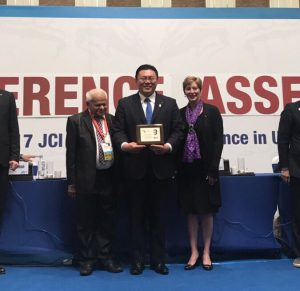 Geberal AssenblyⅢ(総会3)にて、中島土君が表彰を受けました(一定額以上のJCIへのドネーションをした方が表彰の対象)