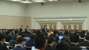 上程台にで上程をする中島土道徳教育推進委員会