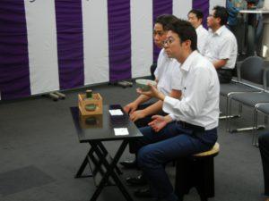 大分JC 川北慶祐理事長(手前) お茶を堪能しています。