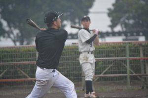 新戦力の3番天本は、元甲子園球児の実力をいかなく発揮し、鋭い打球を飛ばします。