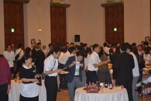 会場の様子① 一般参加者が200名を超え、会場は熱気に包まれました。