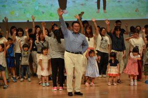 多くの親子の参加による「親DO!リトミック」で、フォーラムは幕を開けました。