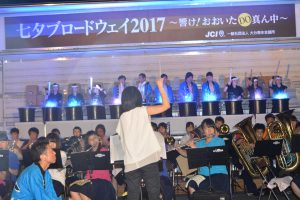 ブロードウェイ本番④ 大分高校吹奏楽部による演奏とともに、ブロードウェイ本番のスタートです。